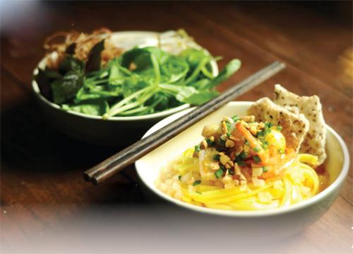 Món Ăn Ngon Quảng Ngãi: Mì Quảng, Cá Bống, Don và Mạch Nha…