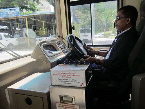 Từ xe buýt, taxi xứ người nghĩ đến Sài Gòn…