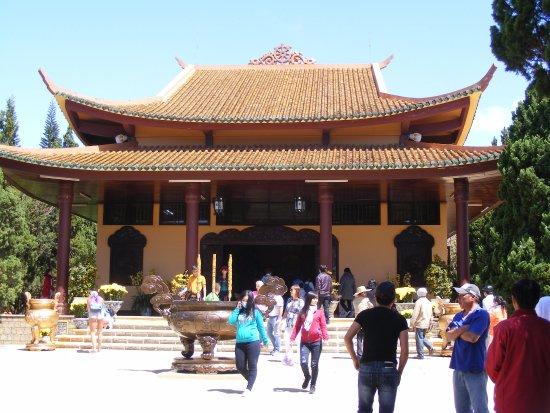 Chính điện của Thiền Viện Trúc Lâm (Tp Đà Lạt). - Ảnh của Thiền ...